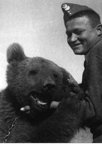 Wojtek, with one of Polish soldiers who cared for him.